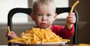 baby-eating-fries